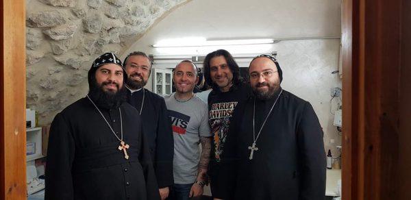 Jona , Wassim e Vescovi Cristiano Ortodossi all'interno dello studio nella Old City